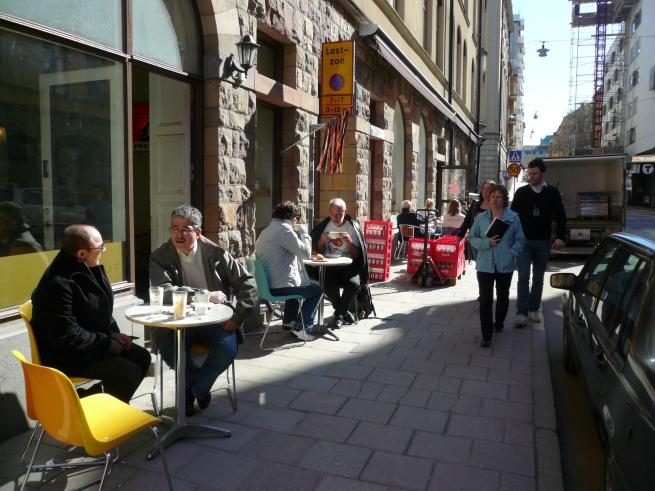 Gator och innergårdar i täta kvarter blir attraktivare vid viss typ av bebyggelse